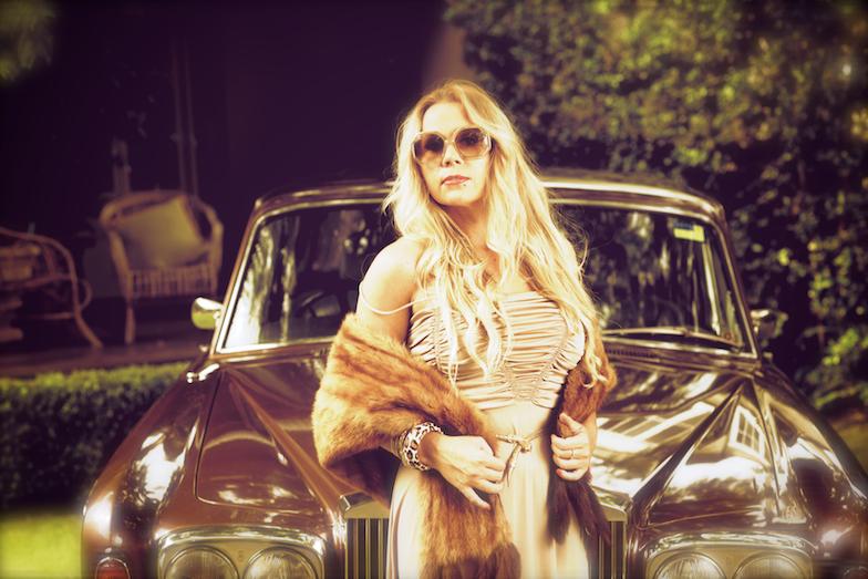 Queen Justine Vintage